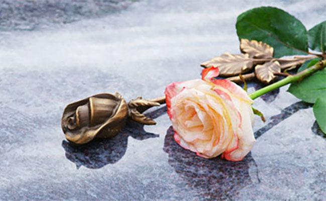 lapidi e tombe ringraziamento agenzia funebre madonna di monserrato